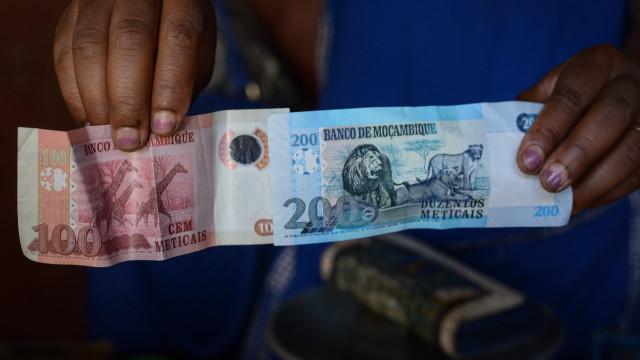 Moeda moçambicana estabiliza face ao euro e perde para o dólar