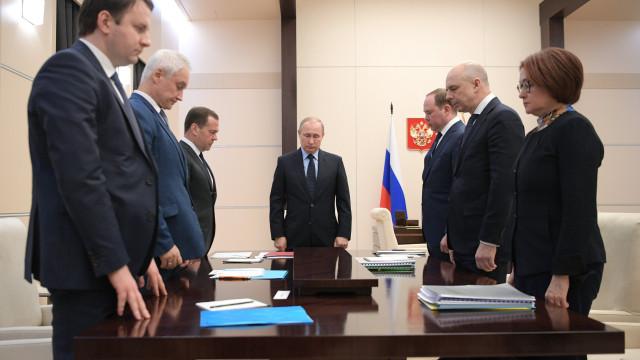 Rússia acusa EUA de aumentar armas nucleares no seu arsenal