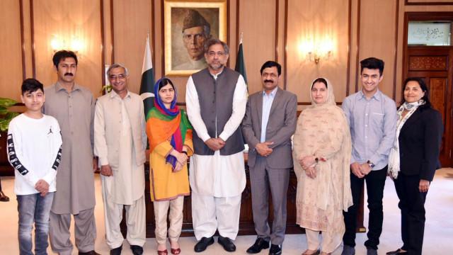 """Escolas particulares do Paquistão lançam campanha """"Eu não sou Malala"""""""