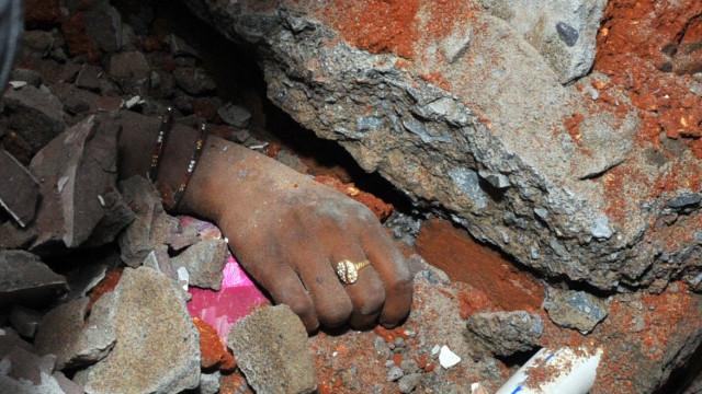 Dez mortos em desabamento de edifício no centro da Índia