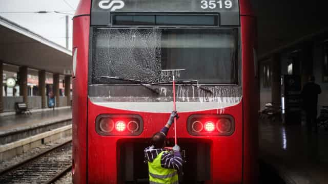 Trabalhadores da CP iniciam hoje greve.190 comboios nos serviços mínimos