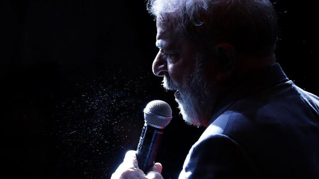 Lula da Silva desafia a justiça eleitoral nas presidenciais do Brasil