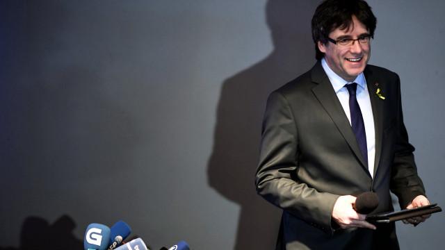 Puigdemont descarta renúncia como deputado