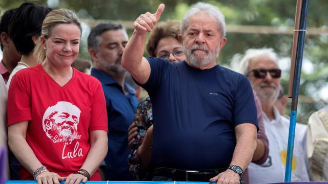 Lula diz ao PT para escolher outro candidato às eleições presidenciais