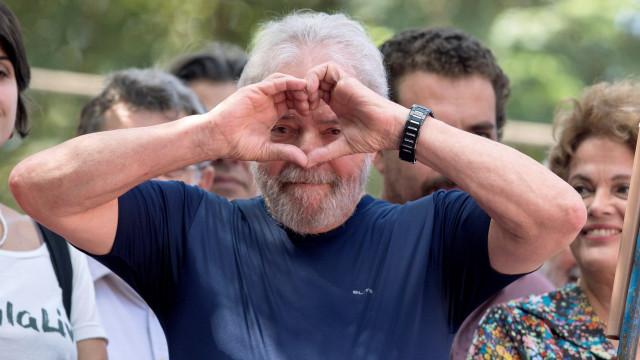 Lula da Silva recebe primeira visita de familiares na cadeia