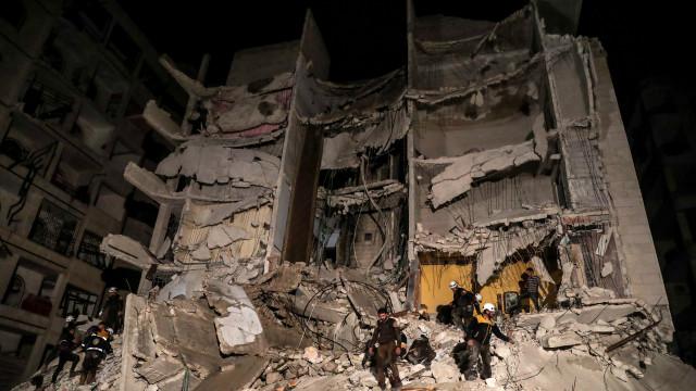 Pelo menos 39 civis mortos em explosão de depósito de armas na Síria