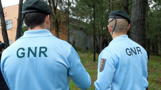 GNR encontra indícios de tráfico de seres humanos em fiscalização a loja