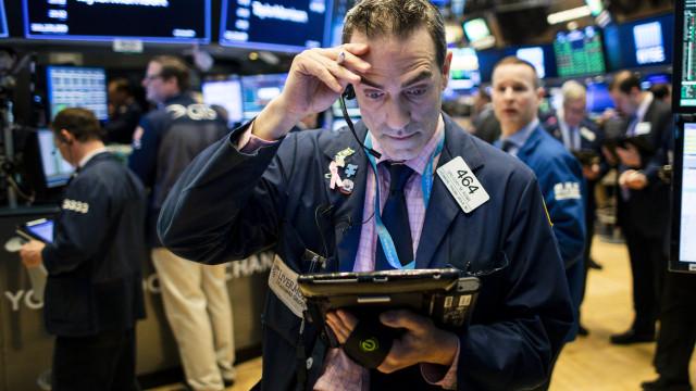 Wall Street fecha em baixa com tecnologia e juros a enervarem investidore