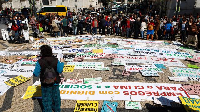 Aljezur: Mais de mil pessoas protestam contra prospeção de petróleo