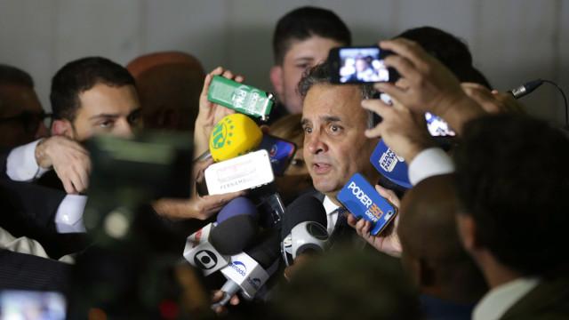 Polícia faz buscas em imóveis ligados ao senador Aécio Neves