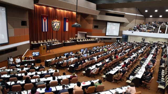 """Cubanos iniciam debate sobre nova Constituição que elimina o """"comunismo"""""""