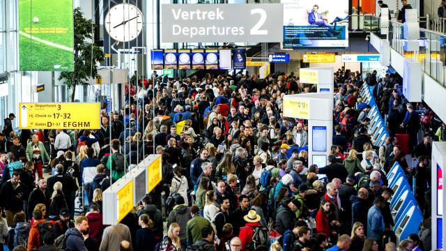 Ameaça de bomba fechou sala de embarque no aeroporto de Amesterdão