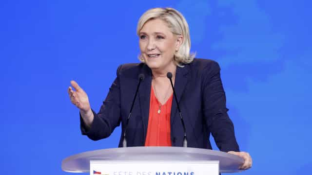 Marine Le Pen tem de devolver quase 300 mil euros ao Parlamento Europeu