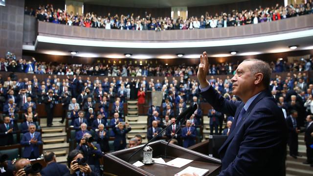 Turquia renova autorização para ações militares no Iraque e na Síria