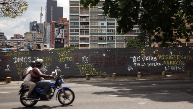 Conselho Nacional Eleitoral proíbe Maduro de pagar bónus a eleitores