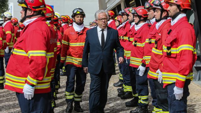 Inédito: Portugal vai ter meios aéreos de combate aos fogos todo o ano