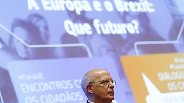 "Santos Silva critica ""falta de clareza"" de Londres no Brexit"