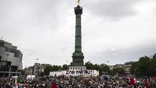 Manifestações contra Macron juntam 250 mil pessoas