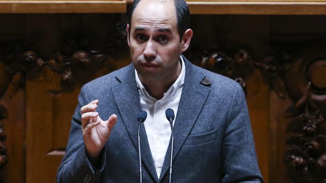 """Taxa Robles: BE adverte que """"jogo político"""" pode """"intoxicar"""" negociações"""
