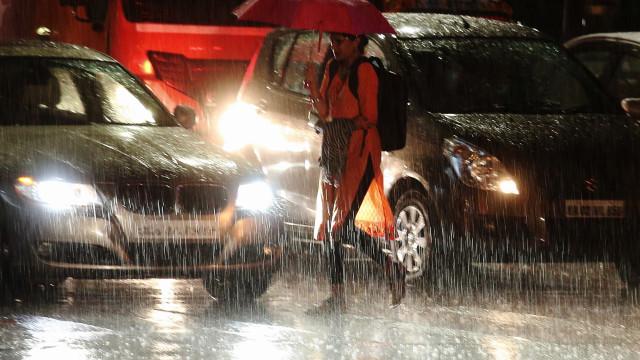 Quatro mortos e mais de 425.000 afetados pelas chuvas na Índia
