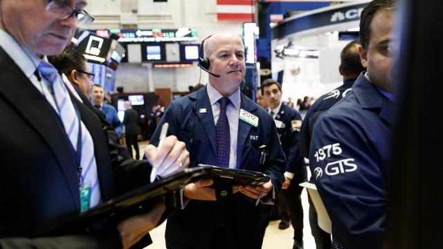 Bolsa de Nova Iorque cai com aumento da tensão comercial