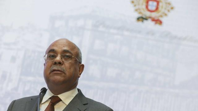 """Ministro angolano fala de """"negociatas"""" em privatizações"""