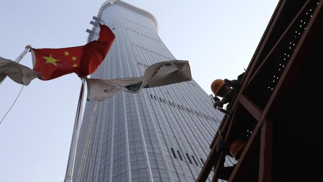 China aumenta tarifas de importação sobre soja, carros elétricos e peixes