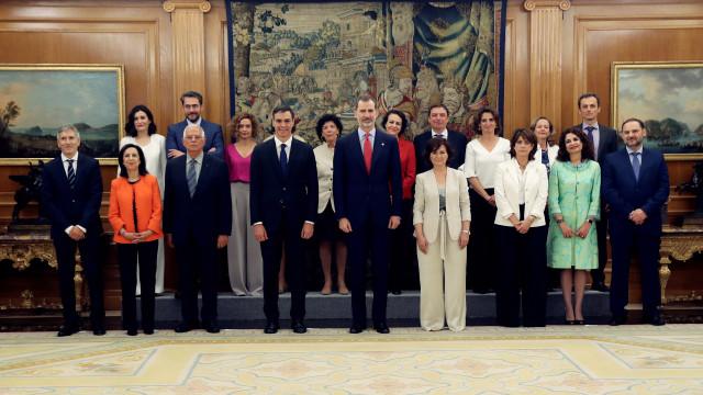 Governo feminista e europeista de Sánchez vai governar em minoria