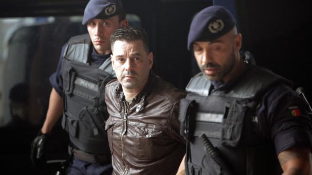 Mendes e outros detidos já no tribunal. Um tentou agredir jornalista