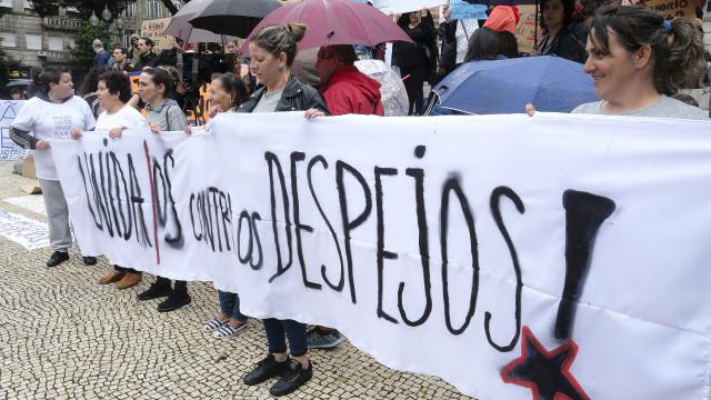 Dezenas de manifestantes denunciam despejos em bairros camários do Porto