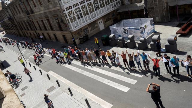 Independentistas formam cordão humano de 200km no País Basco