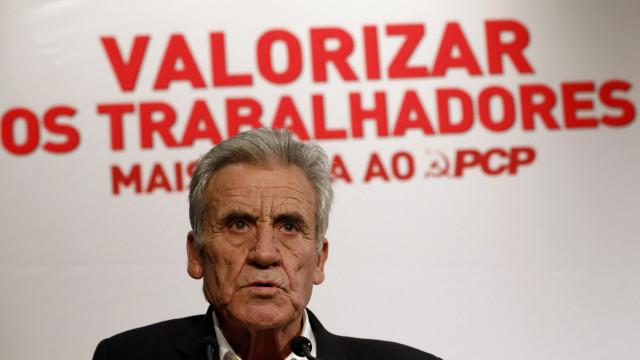 """Jerónimo pede """"mais força"""" a professores contra maioria absoluta do PS"""