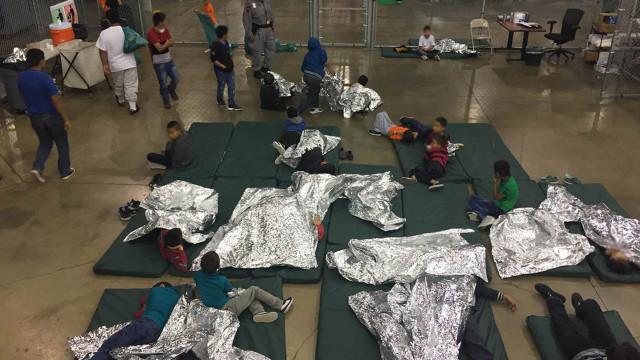 Regresso de crianças tiradas a pais migrantes vai começar, mas sem prazo