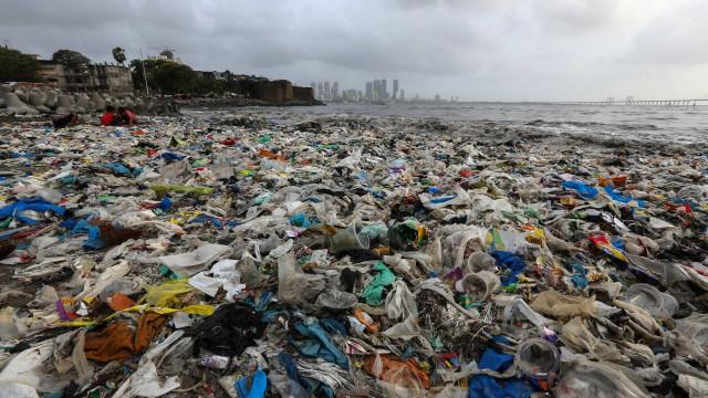 Plástico que contamina litoral vem da Coca-Cola, Pepsi e Nestlé