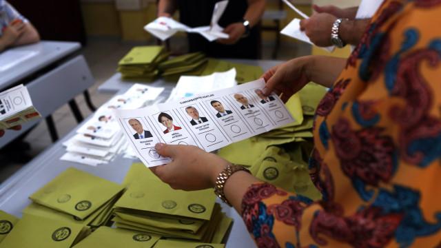 Oposição da Turquia divulga tentativas de fraude nas eleições