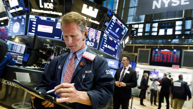 Wall Street negoceia em alta ao início da sessão