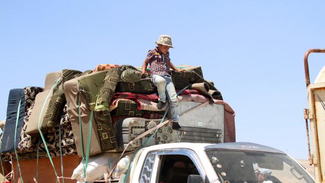 270 mil pessoas deslocadas no sul da Síria devido aos combates