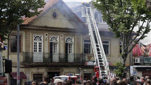 """Incêndio no centro histórico da Feira """"afetou três restaurantes"""""""