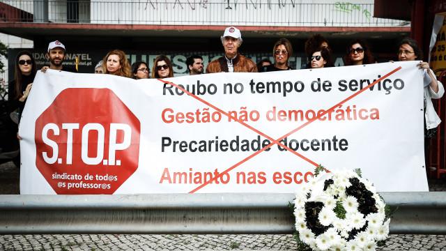 Sindicato de professores que mantém greve exige demissão de ministro