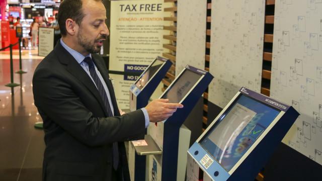 Mais de 50 mil turistas e de 800 lojistas aderiram ao e-Tax Free