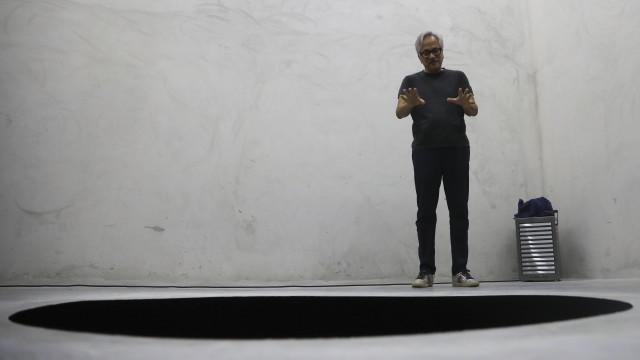 Obra de Anish Kapoor onde caiu turista reabre ao público em setembro