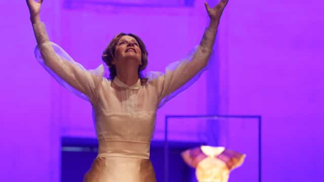 Memórias de Carmen Dolores inspiram viagem com benção da atriz