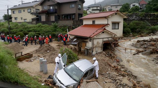 Chuva continua a fustigar o Japão. Já há 48 mortos e 92 desaparecidos