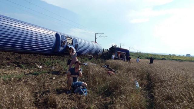 Descarrilamento na Turquia faz pelo menos 10 mortos e 73 feridos