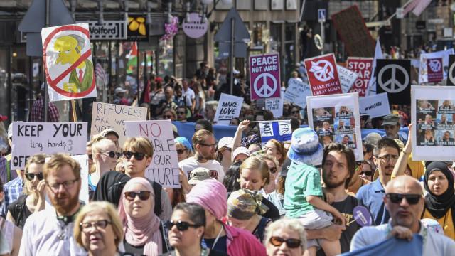 Cerca de 2 mil pessoas manifestaram-se contra Trump e Putin em Helsínquia