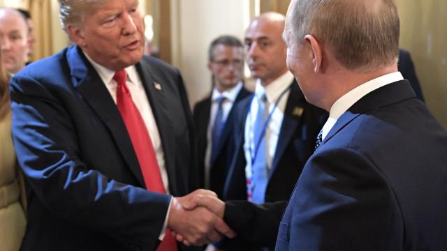 """Trump diz que reunião com Putin foi """"ainda melhor"""" do que cimeira da NATO"""