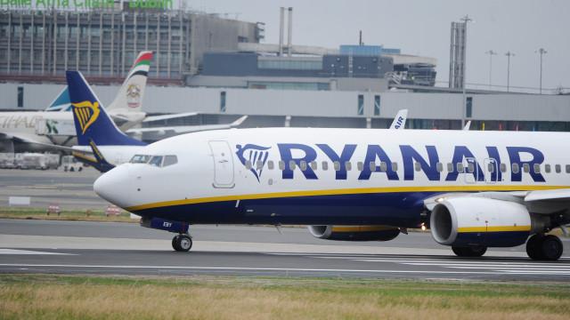 Ryanair garante pagar mais do dobro do salário mínimo a tripulantes