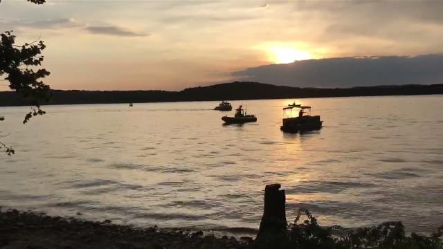 Mais de 10 mortos depois de barco turístico se ter afundado em lago