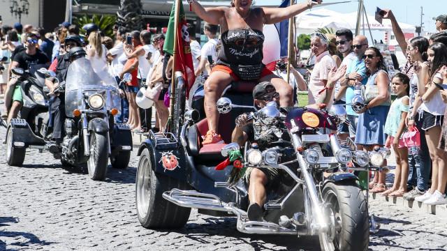Milhares de 'motards' desfilaram pelas ruas da cidade de Faro