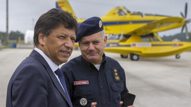 """""""Não faz sentido dizer que estamos a querer desprestigiar os bombeiros"""""""
